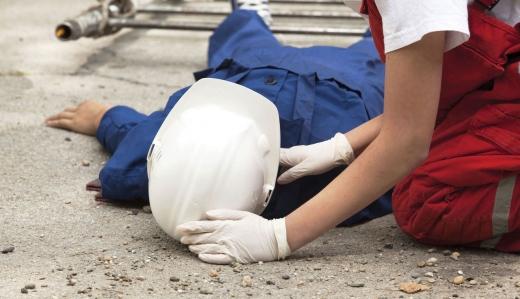 Accident de muncă: un bărbat a murit ELECTROCUTAT când se afla pe caroseria unei betoniere
