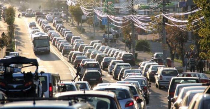 """Haos din cauza ploii, în traficul din Cluj. 15 polițiști locali pe care NU I-A VĂZUT NIMENI, au """"fluidizat"""" miile de mașini din centru"""