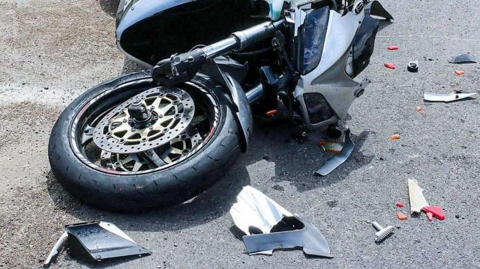 Motociclist LOVIT de un șofer, sub podul Calvaria! Șoferul nici nu s-a oprit