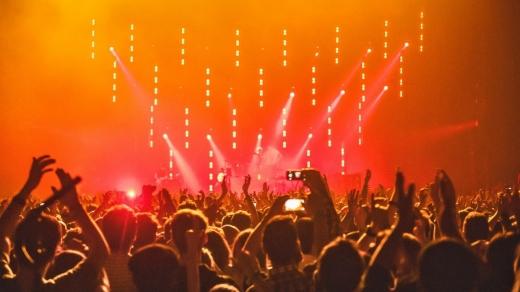 """Primul concert va fi organizat în București, nu în Cluj-Napoca. Cîțu: """"Bucureștiul e cel mai vaccinat"""""""