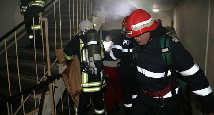 INCENDIU într-un bloc din Florești! Au fost trimise două echipaje SMURD