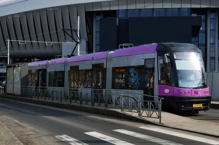 """Emil Boc vrea o bandă separată de tramvai dinspre Mănăștur, spre Centru: """"Un tramvai plin cu oameni stă după o mașină"""""""