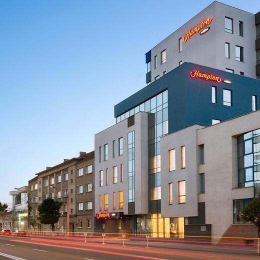 Hampton by Hilton Cluj a cazat peste 100 de medici în starea de urgență. Hotelul, premiat pentru cea mai bună inițiativă
