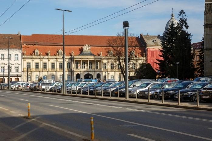 """Trei șoferi se """"bat"""" pe un singur loc de parcare în Cluj-Napoca. Unde sunt cele mai căutate parcări?"""