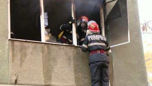 Incendiu de PROPORȚII într-un apartament, cu o VICTIMĂ! Șapte persoane, evacuate de URGENȚĂ