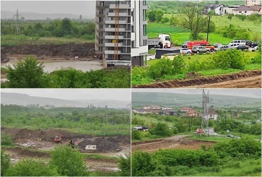 FOTO. Șantier, transformat în lac în Sopor! ISU Cluj a intervenit, deși nu era o urgență. Cine plătește?
