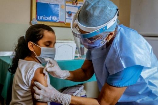 Copiii de 12 ani se pot vaccina de mâine! Platforma RO Vaccinare, optimizată pentru înscrieri.