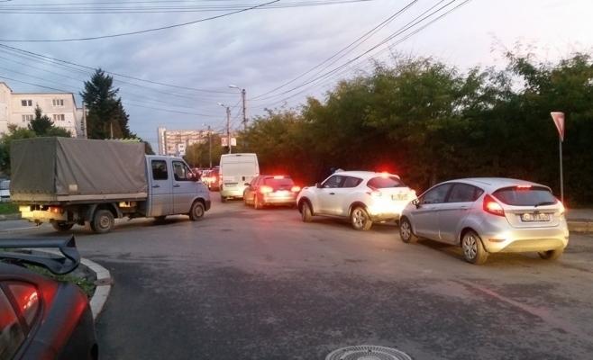 """Se mai face sensul giratoriu din Borhanci? Boc: """"Nu așa rezolvăm problema circulației. Tot cartierul trebuie lărgit""""."""