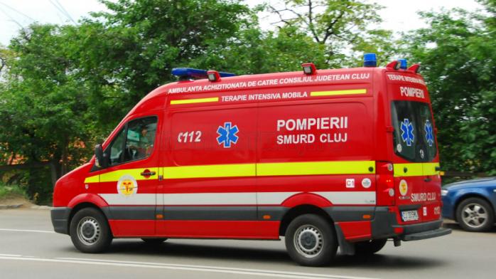 Tânăr de 24 de ani, RĂNIT într-un accident la Cluj, după ce s-a izbit de altă mașină.