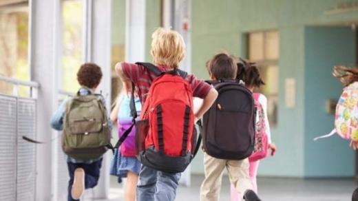 Toții elevii vor merge fizic la școală din toamnă! Condiția: să nu existe un val patru al pandemiei.