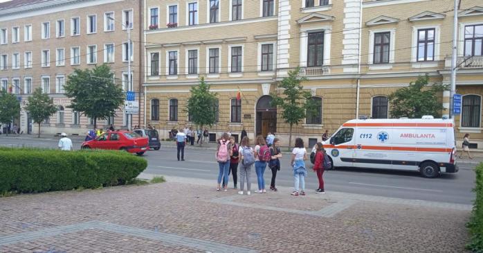 Copil, LOVIT de mașină în Piața Avram Iancu, în timp ce trecea strada