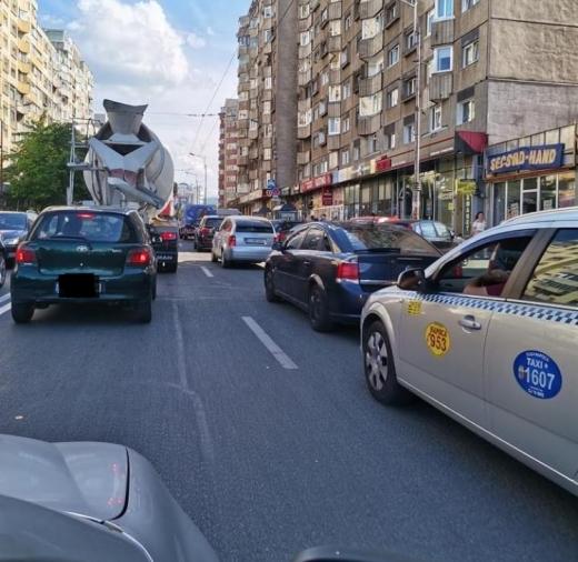 FOTO. Trafic INFERNAL pe strada Fabricii. Faci 500 m în mai bine de jumătate de oră