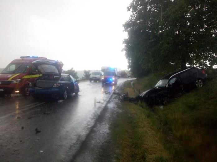 Accident GRAV în comuna Mociu. Trei tineri au fost transportați la spital