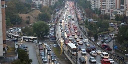"""Cluj, plin de mașini înmatriculate în alte județe: """"preferă să plătească impozite la ei acasă"""" sau """"n-au chef de birocrație""""?"""
