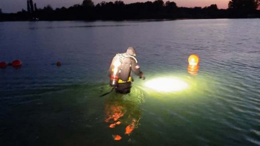 Un tânăr de 19 ani s-a înecat într-un lac. Cadavrul a fost găsit de scafandrii