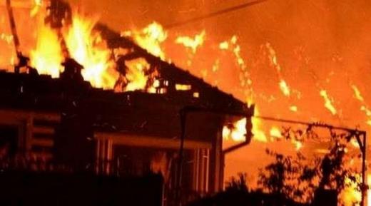 Incendiu de PROPORTȚII la o casă! O persoană CARBONIZATĂ și alte două, intoxicate cu fum