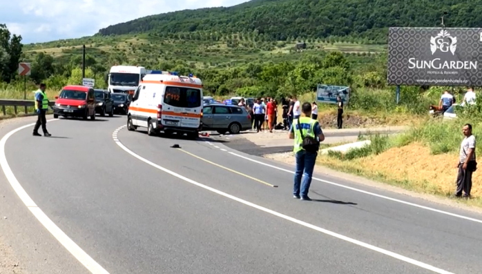 FOTO. Accident GRAV în Baciu, între o motocicletă și o mașină! Motocilistul a fost transportat la spital