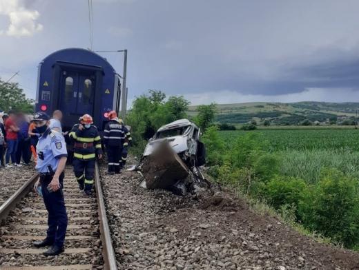 Accident MORTAL în Gherla. O mașină a fost lovită de tren.