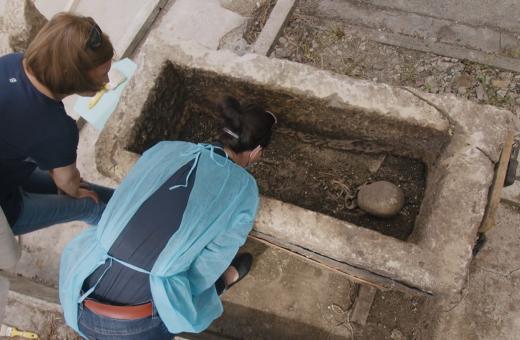 VIDEO cu sarcofagul descoperit la Cluj! Osemintele erau ale unui adolescent dintr-o familie bogată
