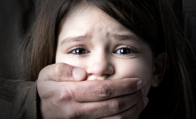 Minoră de 14 ani din Dej, agresată sexual chiar de tatăl ei. Bărbatul a fost arestat.
