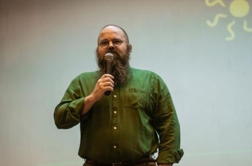 Profesorul Răzvan Cherecheș vine cu soluții pentru a evita răspândirea virusului în interior.