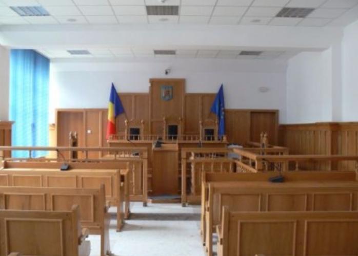 ROMÂNIA, ȚARĂ PENTRU PROȘTI ȘI FRAIERI! Un judecător a trimis la închisoare CU EXECUTARE un MORT. Omul tăiase TREI copaci pentru a-și încălzi MAMA BOLNAVĂ!