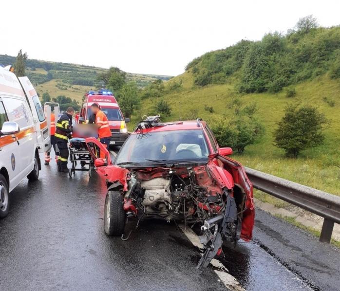 VIDEO. Accident GRAV în județul Cluj. Șofer rămas încarcerat după ce s-a izbit de un TIR.