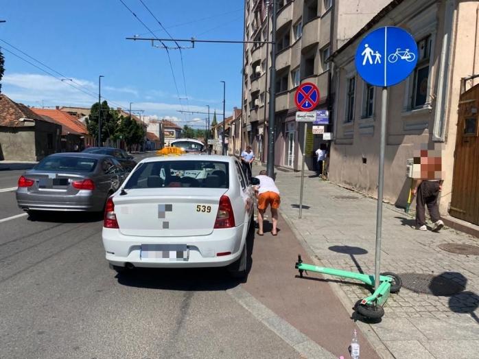 FOTO. Trotinetist, lovit de un TAXI pe Calea Mănăștur. Polițiștii se află la fața locului.