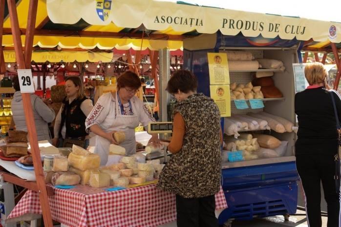 """Clujenii revin la viața de dinainte. Târgul """"Produs de Cluj la Dej"""" se întoarce cu produse tradiționale și spectacole de folclor."""