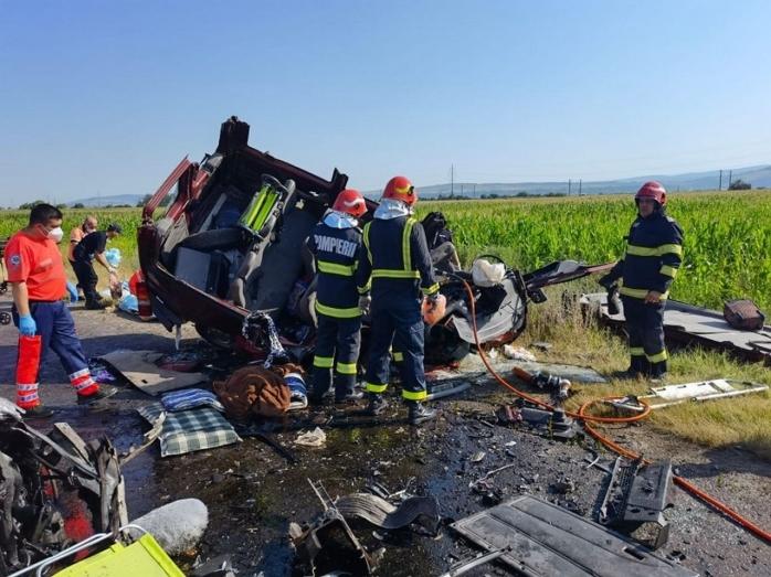 ACCIDENT GRAV în județul Bacău! Șapte persoane au murit