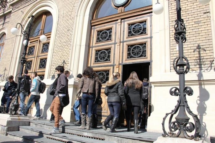 UBB reîncepe cursurile FIZIC! Studenții se întorc la Cluj-Napoca din toamnă