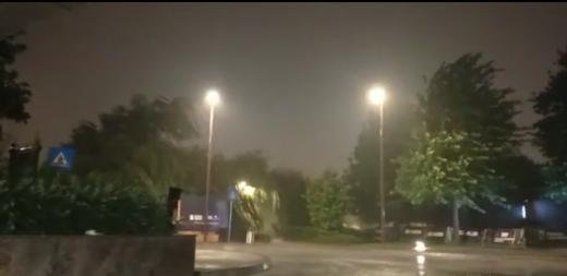 VIDEO. VREMEA s-a dezlănțuit din nou la Cluj! Furtuna PUTERNICĂ a creat haos în oraș