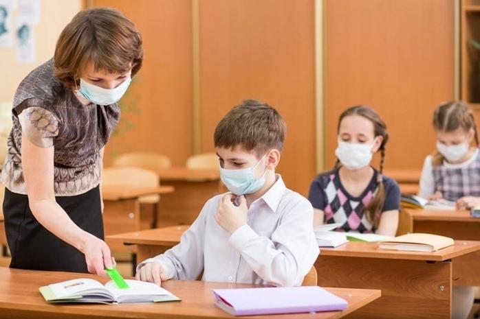 Avertismentul unui specialist: Școlile vor fi închise acolo unde rata de vaccinare este mică.