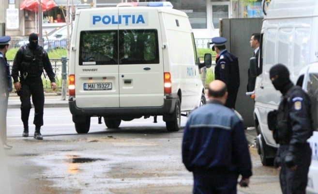 Bătăuși din Turda, reținuți de polițiști după ce au AGRESAT doi bărbați și au făcut SCANDAL.