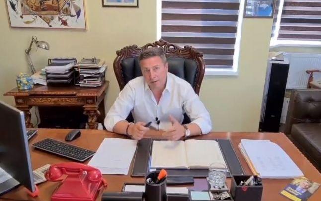 Primarul care și-a umilit public fetița a rămas fără mandat. Traian Ogâgău și-a lăsat cumnatul în funcție.