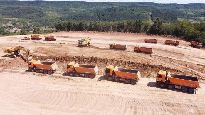 Crește ritmul lucrărilor pe Autostrada Transilvania! Număr impresionant de muncitori pe un șantier din județul Cluj
