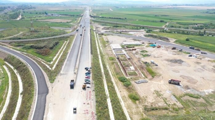 """Ultimul strat de asfalt pe lotul 2 al autostrăzii Sebeș-Turda! Ministrul Transporturilor: """"Anul acesta vom circula pe toată autostrada""""."""