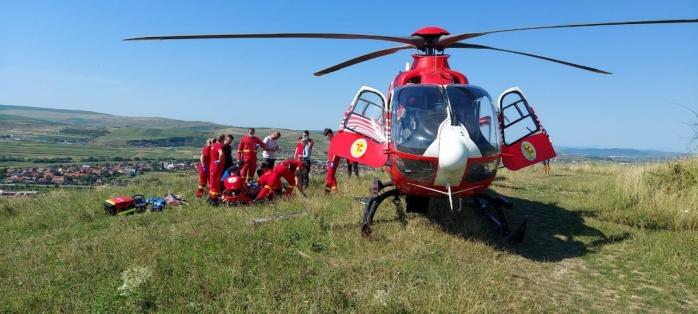 Un parașutist de 23 de ani a căzut în timpul unui zbor în Dezmir