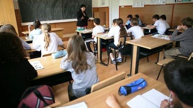 Burse mai mari pentru elevii din Cluj, din toamnă. Proiectul, în dezbatere publică