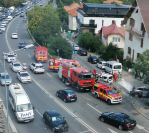 Accident GRAV pe Calea Turzii cu TREI victime! O persoană a rămas încarcerată. FOTO