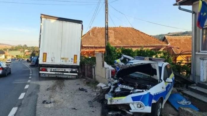 ACCIDENT pe drumul dintre Cluj și Zalău! O dubă a Jandarmeriei și o mașină de POLIȚIE, distruse de un TIR