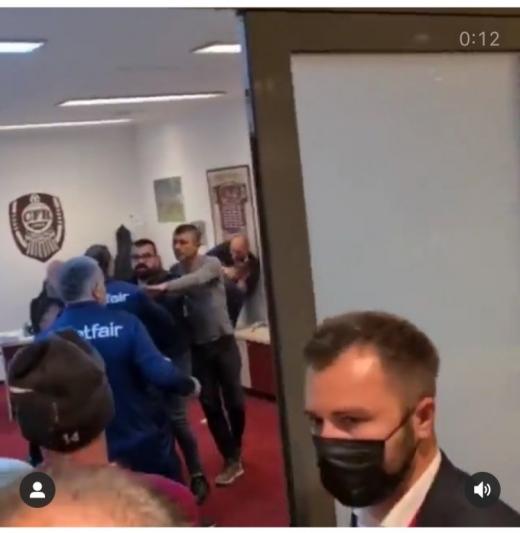 VIDEO. Bătaie în vestiarul de la CFR Cluj! Fotbaliști și oameni din staff, implicați în conflict
