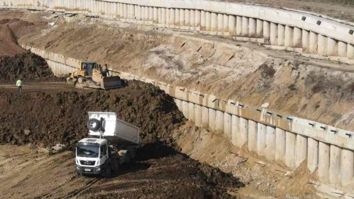 O familie din Alba cere oprirea lucrărilor la lotul 2 al autostrăzii Sebeș-Turda, din cauza prafului și a zgomotului. Daune de 100.000 de euro, solicitate.