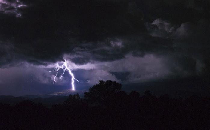 Ploile nu se opresc! Meteorologii au emis un nou COD GALBEN de precipitații și descărcări electrice