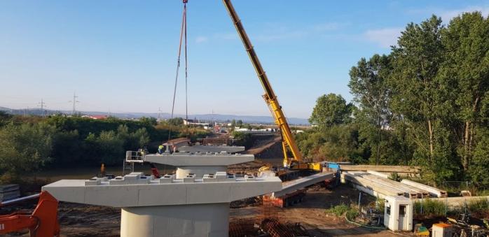 A fost montată prima grindă la noul pod peste Arieș din Turda. Când va fi gata podul?