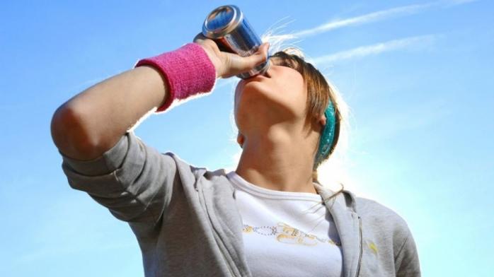 foto: evoke.ie/ Băutura iubită de tineri, foarte nocivă pentru organism. Poate provoca boli de inimă sau ficat
