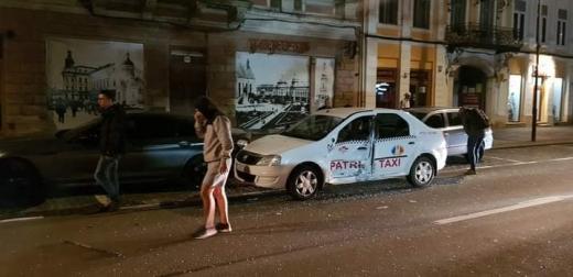Două mașini s-au ciocnit pe Bulevardul Eroilor. Traficul este îngreunat.