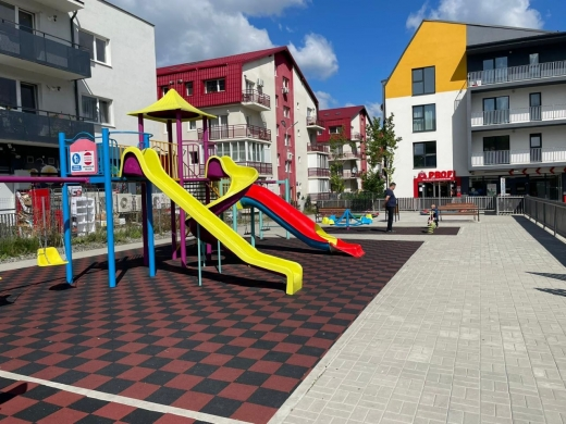 Parc nou în Florești, pe strada Cetății, cu 4 camere de supraveghere și jocuri interactive. GALERIE FOTO