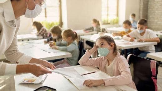 Începe vaccinarea în școli și facultăți. Cum se va desfășura și cât va dura?