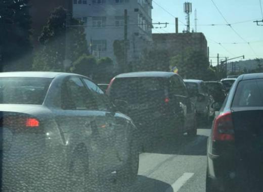"""Trafic INFERNAL în Cluj-Napoca, de la Aeroport spre centrul orașului. Șofer: """"E ceva de nedescris..."""""""